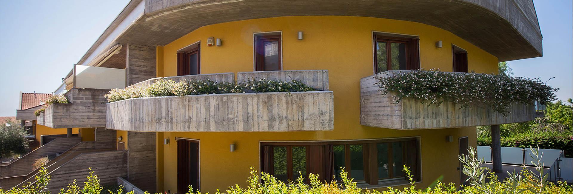 Ville di prestigio con giardino e garage in vendita a san for Piani di garage in vendita