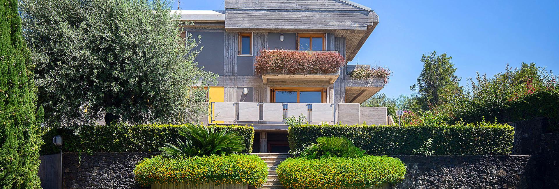 Villa 4 piani con piscina 1 le ville di cerza for Piani del cortile con piscine